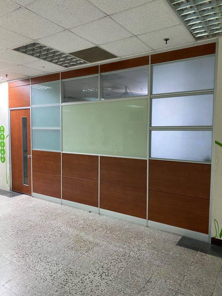 高隔板隔間